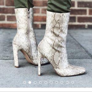 Fashion nova snake print boots size 6 worn 1x